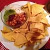 """Nachos """"Especial"""": mit Bohnen, Kräuterrahm und Guacamole"""