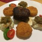 Foto zu Restaurant Ratskeller: Roulade auf Blumenkohlpüree mit Kartoffelplätzchen