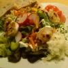 Bunter Salatteller mit Akazienhonig gratinierten Ziegenkäse