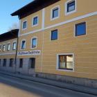 Foto zu Sießlbräu: Gebäude an der Straße