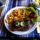 Foto zu Gaststätte Weigl: Rindersteak mit Pommes