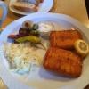 Schafskäse  mit Tsatsiki, Krautsalat und Baguette