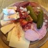 Kellerplatte  mit rotem und weißem Presssack, Göttinger Schinken, Wurst, Käse, Gurken und dazu Bauernbrot mit Butter