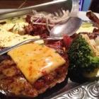 Foto zu Restaurant Sto Castello: Saftiges Bifteki mit Käsehaube