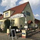 Foto zu Restaurant Cafégarten und Pension Luisenhof: Durchgehen und hinten nach links...