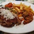Foto zu Websweiler Hof: Mit Schafskäse gefülltes Hacksteak vom Grill