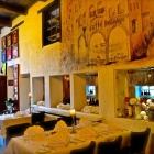 Foto zu Ristorante Pizzeria Costa Smeralda: stilvoll eingedeckte Tische