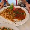 Scaloppina Pizzaiola mit Tomaten, Kapern, Sardellen und Oliven Variante Pasta (16,90 €)