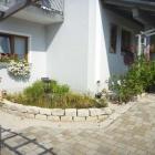 Foto zu Gasthaus Oberer Wirt: Gartenteich