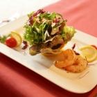 Foto zu Schätzlhof: Salatkreation mit Garnelen