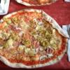 Pizza Quattro Stagioni  (8,20€)  mit Schinken, Pilzen, Artischocken und Peperoni
