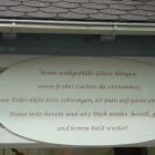 Foto zu Bahnhöfle: Gedicht am Eingang