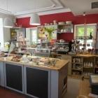 Foto zu Zucker & Salz - Cafe am alten Rathaus: Theke mit Kuchenvitrine