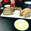 Brot, Butter, Steinsalz, Olivenöl