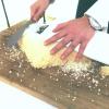 Der Salzmantel der Dorade wird geknackt