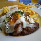 Foto zu Brauhaus am Rathausplatz: Schnitzel rustikal.