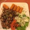 Brauer´s Pfeffersteak bestehend aus Schweinerückensteak mit buntem Pfeffer, geschmorten Zwiebeln, Champignons, Kroketten und Salatbeilage (11,90 €