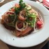 Räucherlachs auf Rösti mit Salatgarnitur (7,40 €