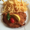 Cordon Bleu mit Pommes und Beilagensalat (8,90 €