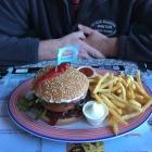 Foto zu Miss PeppeR - Dasing: Zwiebel Peperoni Burger