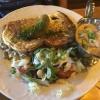 Eierkuchen (9,90€) mit Champignonrahmsoße und Salatbukett