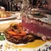 Yellowfin-Thunfischsteak mit Wokgemüse und Sellerie-Haselnusspüree