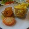 Schweinerückensteak mit pikanter Pfeffercreme,  dazu Salat und Pommes frites