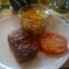 Argentinisches Rumpsteak mit Pfeffercreme, Salat und Pommes frites