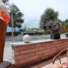 Foto zu Cafehaus Feichtmayr: Auf der Terrasse