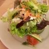 Bunter Salat in der Gurkenscheibe