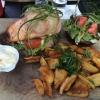 Lachs Burger mit Beilagen